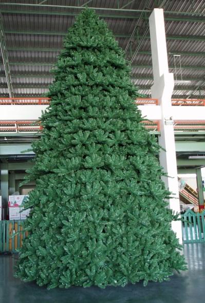Paramount Spruce Christmas Tree Outdoor